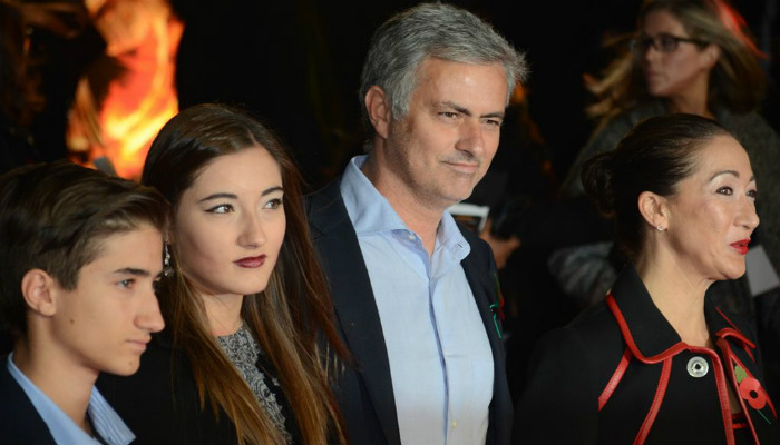 mourinho-with-family
