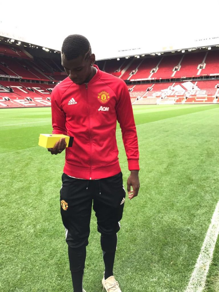 Paul Pogba after receiving the man of the match award. (Image courtesy: Twitter/@paulpogba)