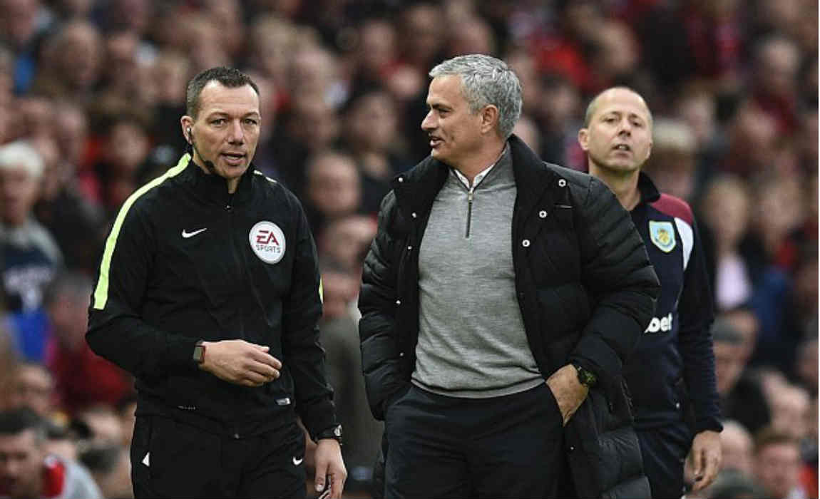 mourinho-with-4th-official