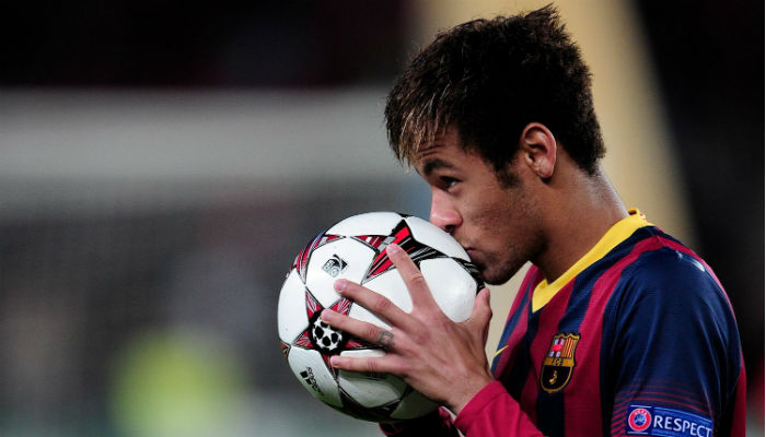 neymar-kissing-the-ball-after-champions-league-hattrick-against-celtic