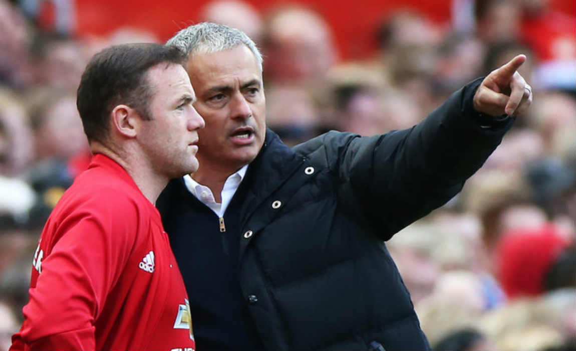 rooney-receiving-orders-from-mourinho