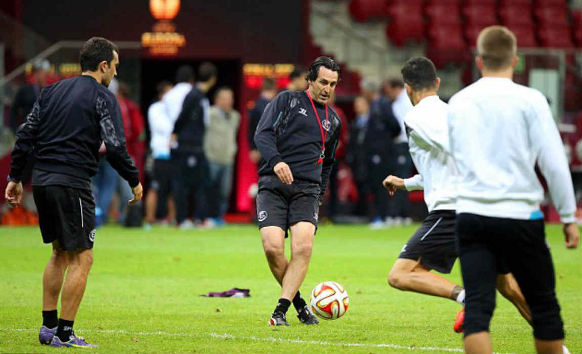 unai-emery-with-the-ball