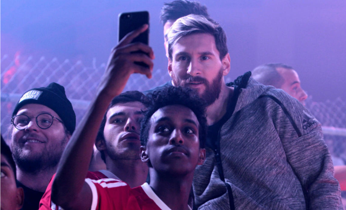 messi-with-fans