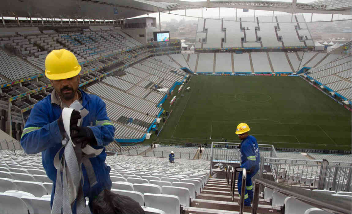 sao-paulo-stadium-workers