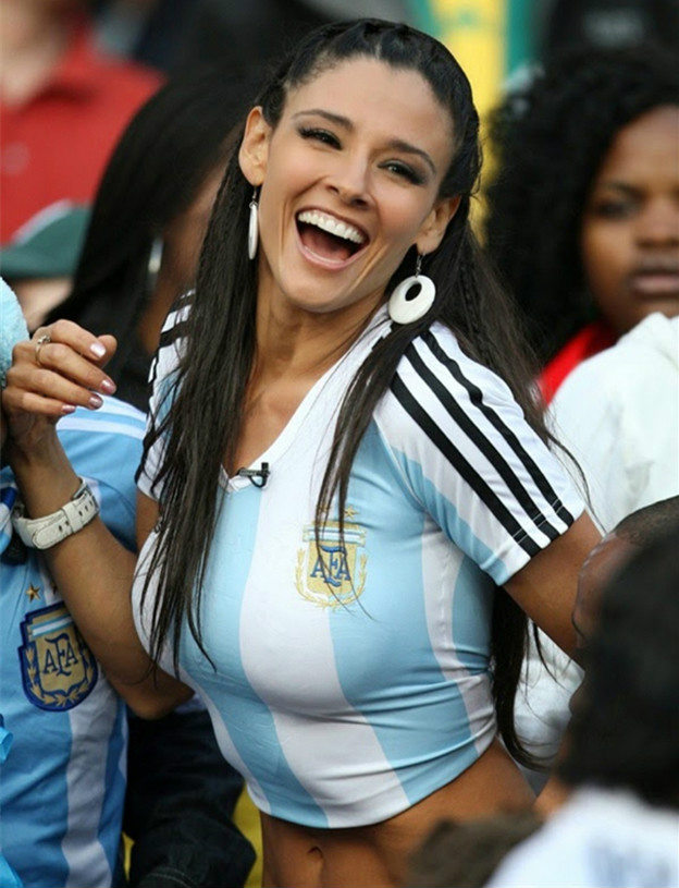 Argentine Female Fans Are The Perfect Happy Go Lucky Ones Always In A Festive Mood And Will Make You Feel That You Are At A Carnival