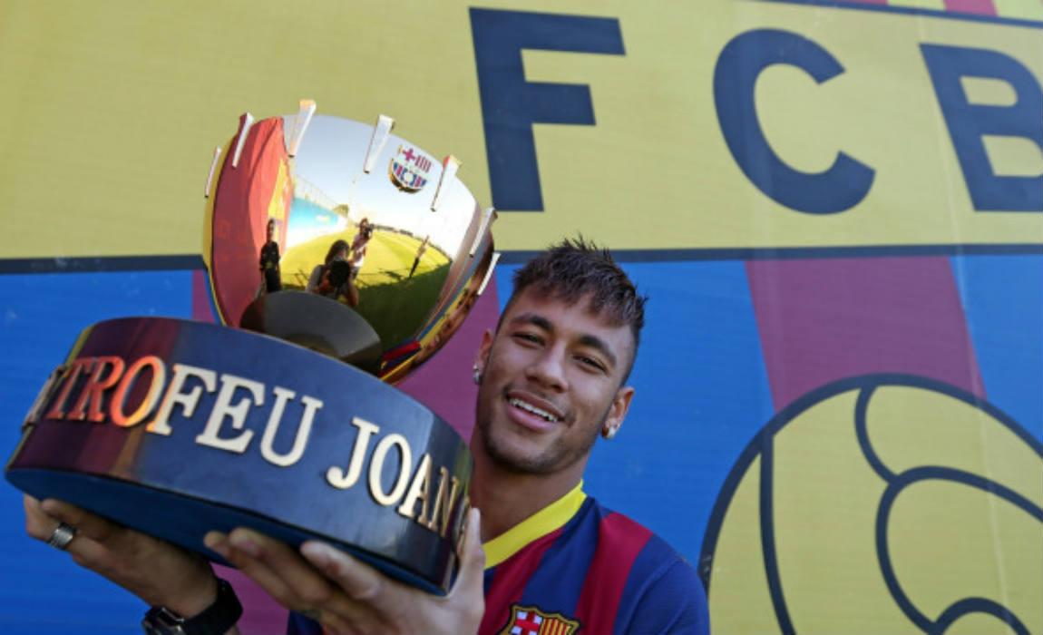 neymar-with-joan-gamper-trophy