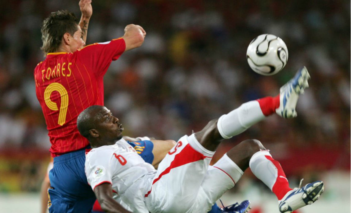 trabelsi-in-action-for-tunisia-against-spains-fernando-torres