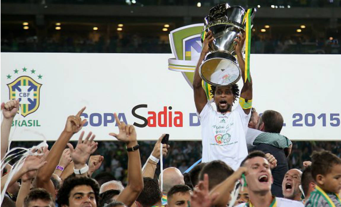 ze-roberto-with-brazil-serie-a-title
