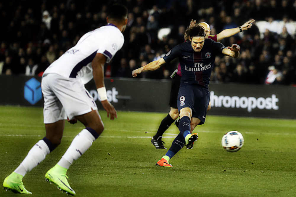 Cavanis Brace Helps PSG To Keep Their Hopes Alive In Ligue 1 Title Race