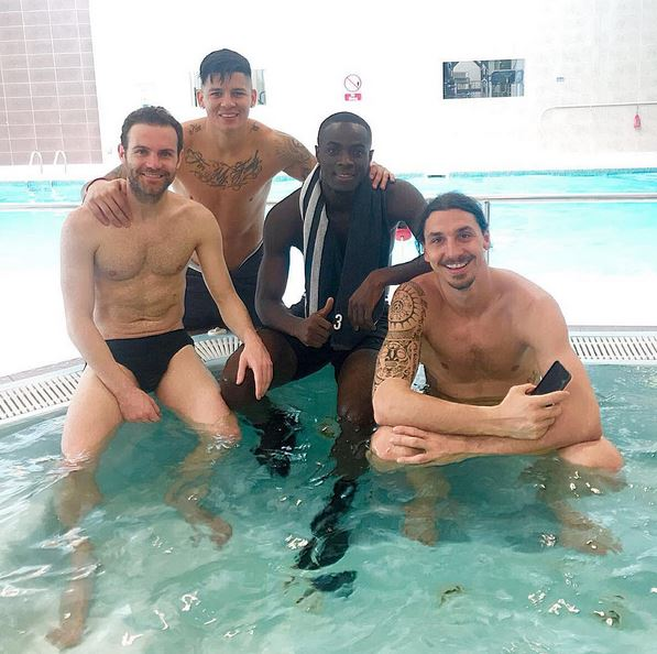 Man Utd Stars Look Worried About Fixture Pile Up, And Take Time Out To Relax In Jacuzzi