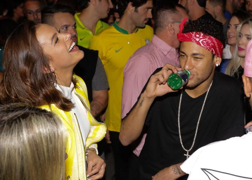 neymar with girlfriend bruna