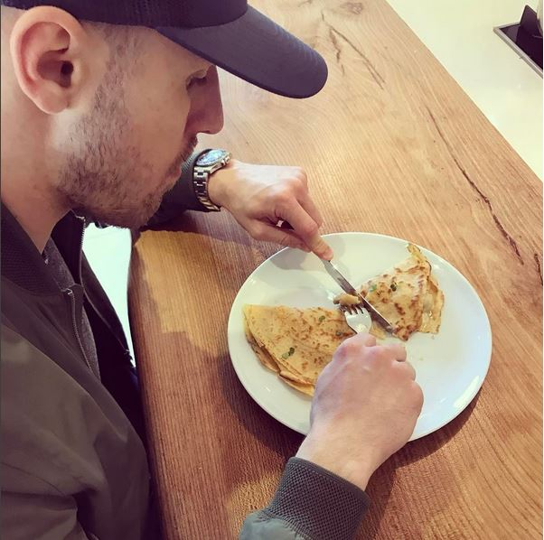 Flip It Like Beckham, Daddy Cool Cooks Breakfast For His Family