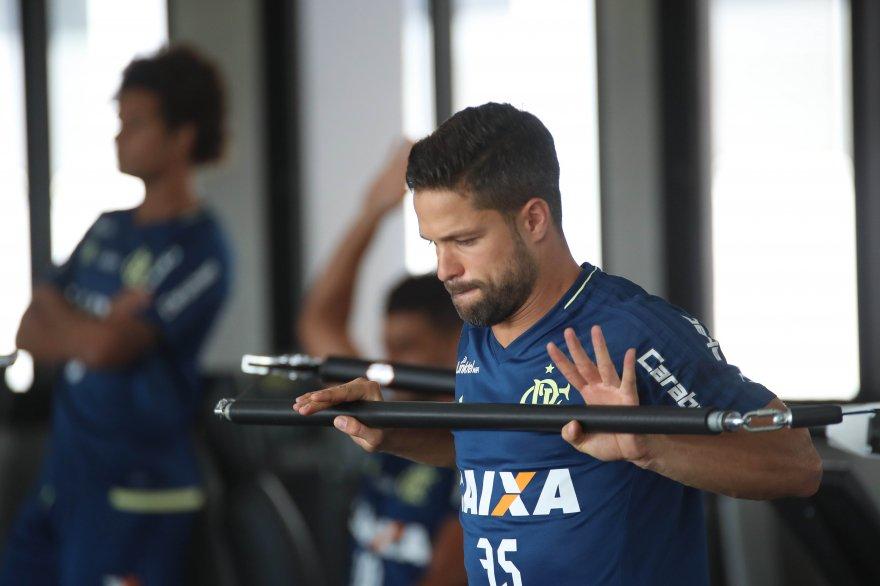 Flamengo Suffers Huge Blow With Diegos Knee Injury