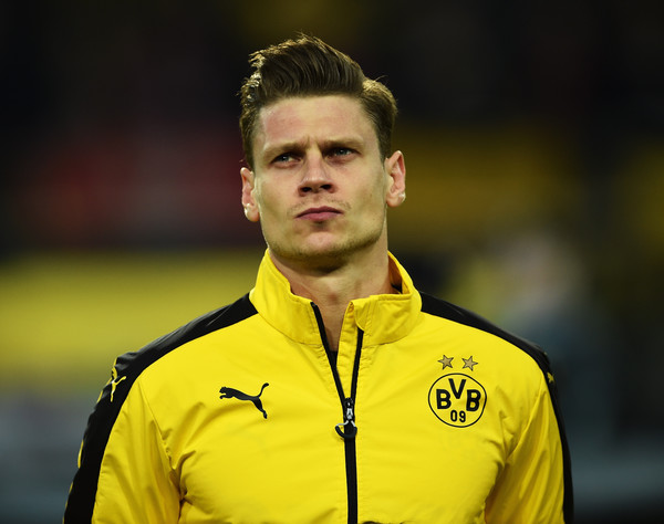 Defender Lukasz Piszczek Extends Contract At Borussia Dortmund