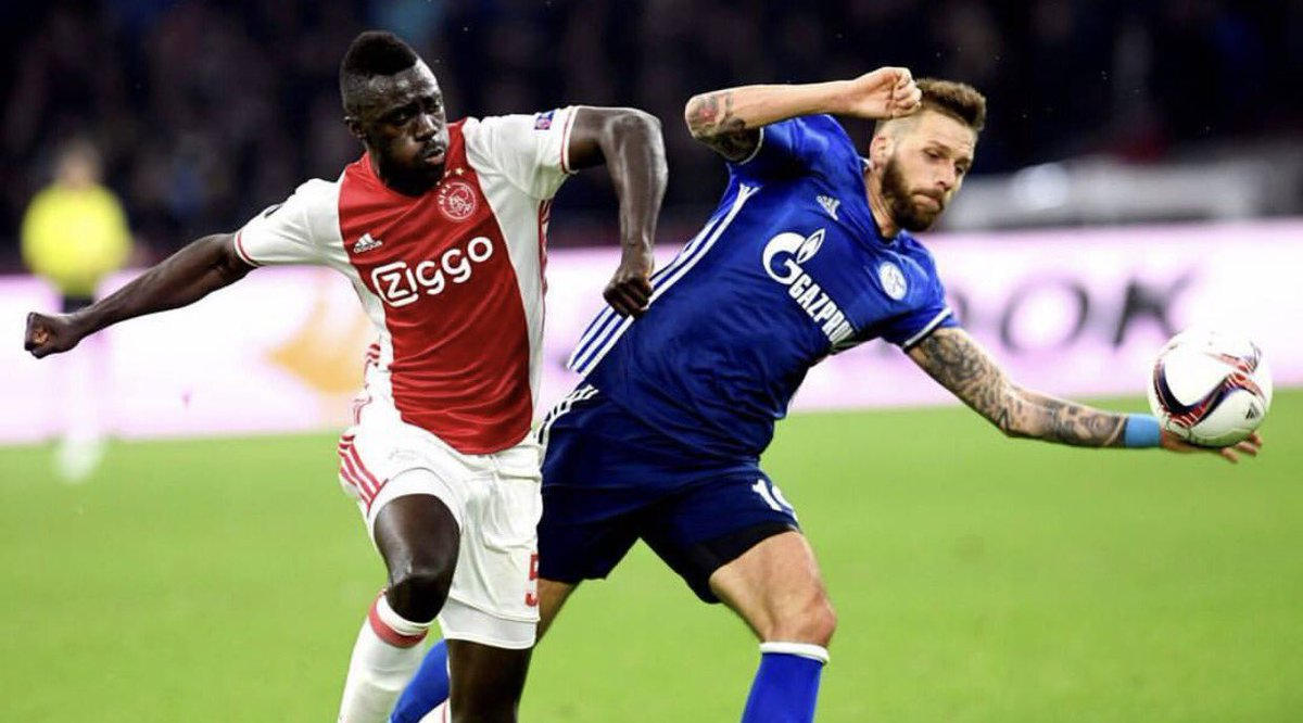 Ajax Beat Schalke 2 0 To Put One Foot In The Semi Finals Of The Europa League
