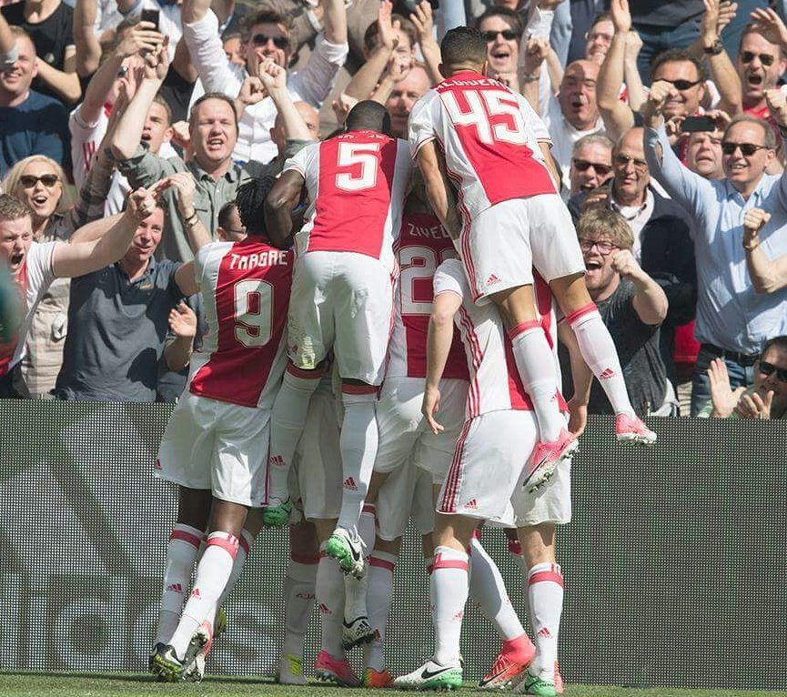 Ajax Clinch Crucial 2 1 Win Over Feyenoord To Keep Dutch Eredivisie Title Fight Alive