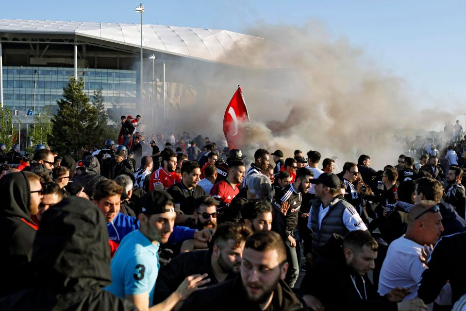 Europa League Clash Between Lyon And Besiktas Was Delayed By Fan Trouble