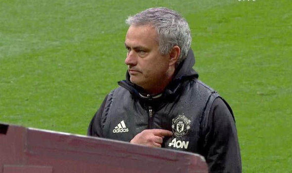 Mourinho ENDS Love Affair With The Blues After Patting The Man Utd Badge Following 2 0 Win Over Chelsea