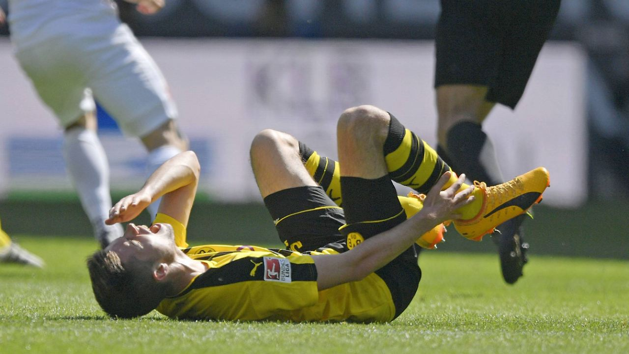 Dortmund Lose Julian Weigl To Ankle Injury
