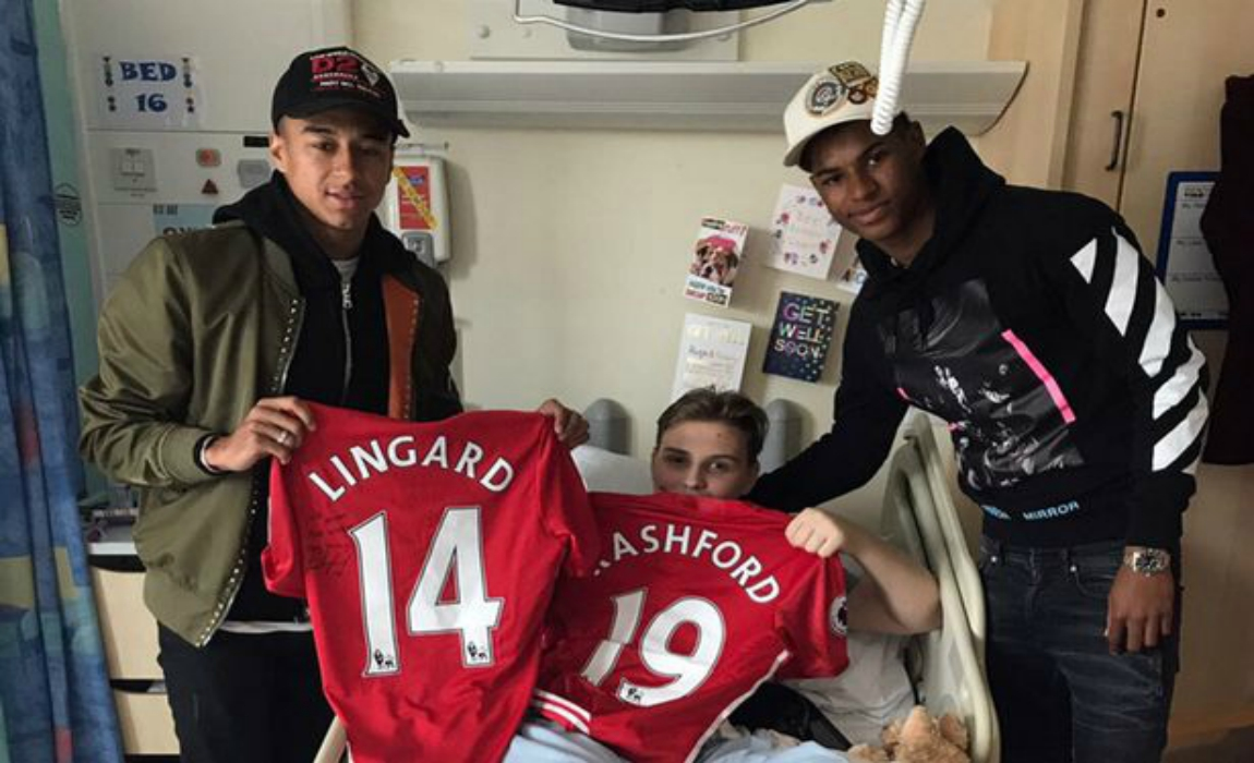 Manchester United S Jesse Lingard And Marcus Rashford Visit Children Injured In Manchester Attack