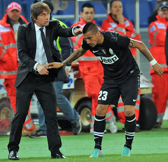 Conte Claims Hed Go To War With Vidal As Chelsea Boss Hints At Move For Chilean