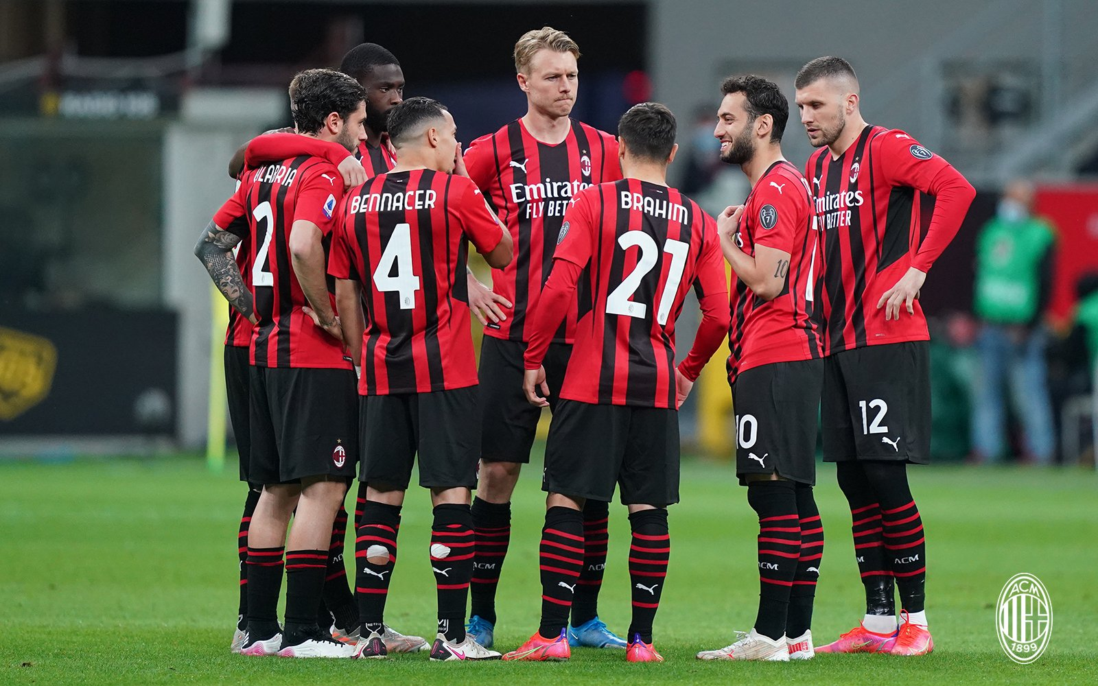 The Rossoneri regroup during a 0-0 draw against Cagliari