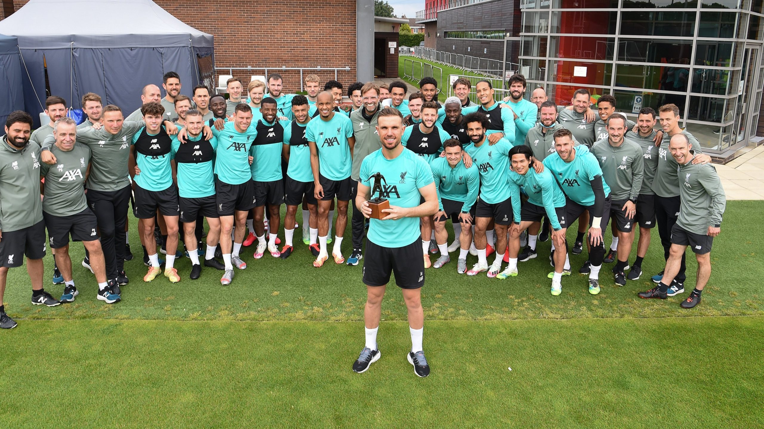 Jordan Henderson with the FWA Player of the Year award with the whole squad.