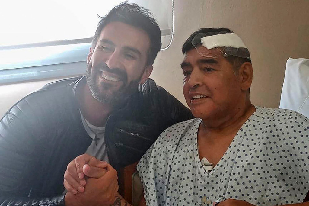 The accused neurosurgeon photographed with Diego Maradona after his brain surgery