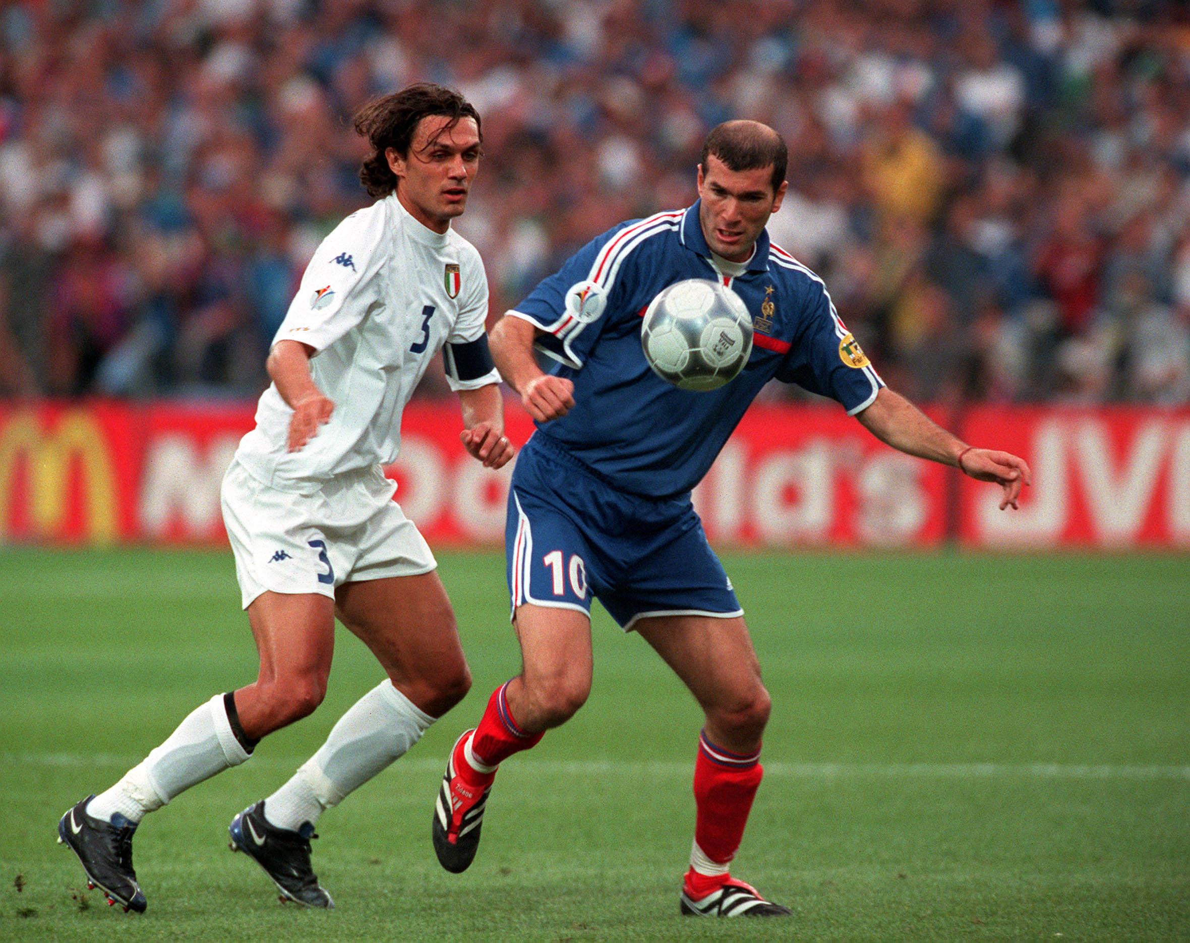 Zidane shielding the ball during the Euro 2000 final.