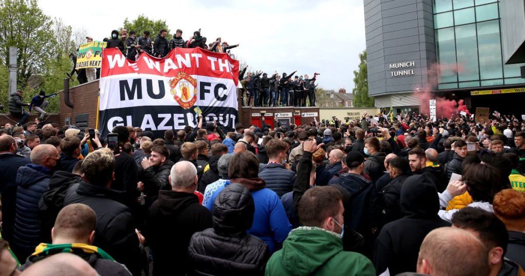 glazers-out-protests