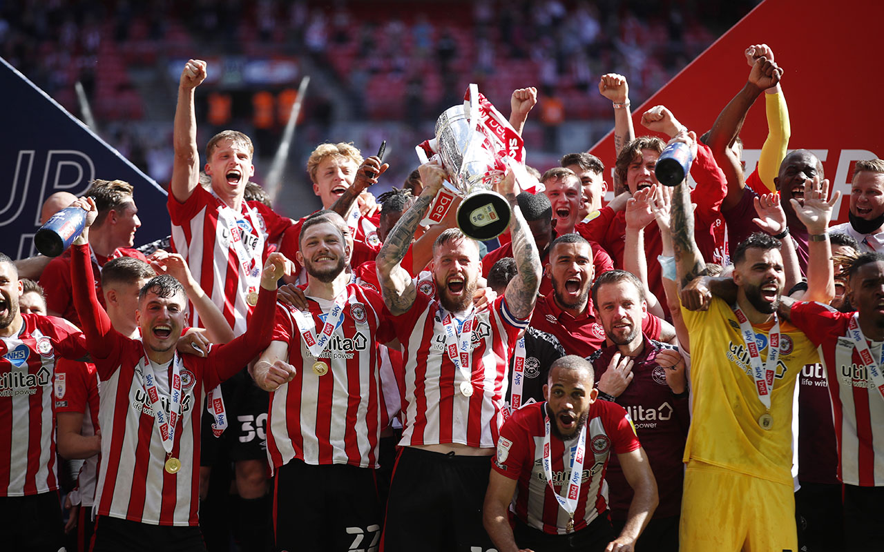 Brentford celebrate their Play-Off final win